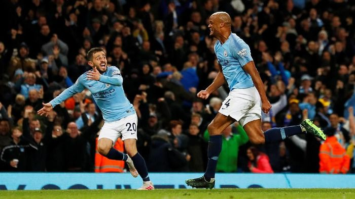 Kapten Manchester City, Vincenet Kompany, merayakan golnya ke gawang Leicester City. (Foto: Jason Cairnduff/Action Images via Reuters)
