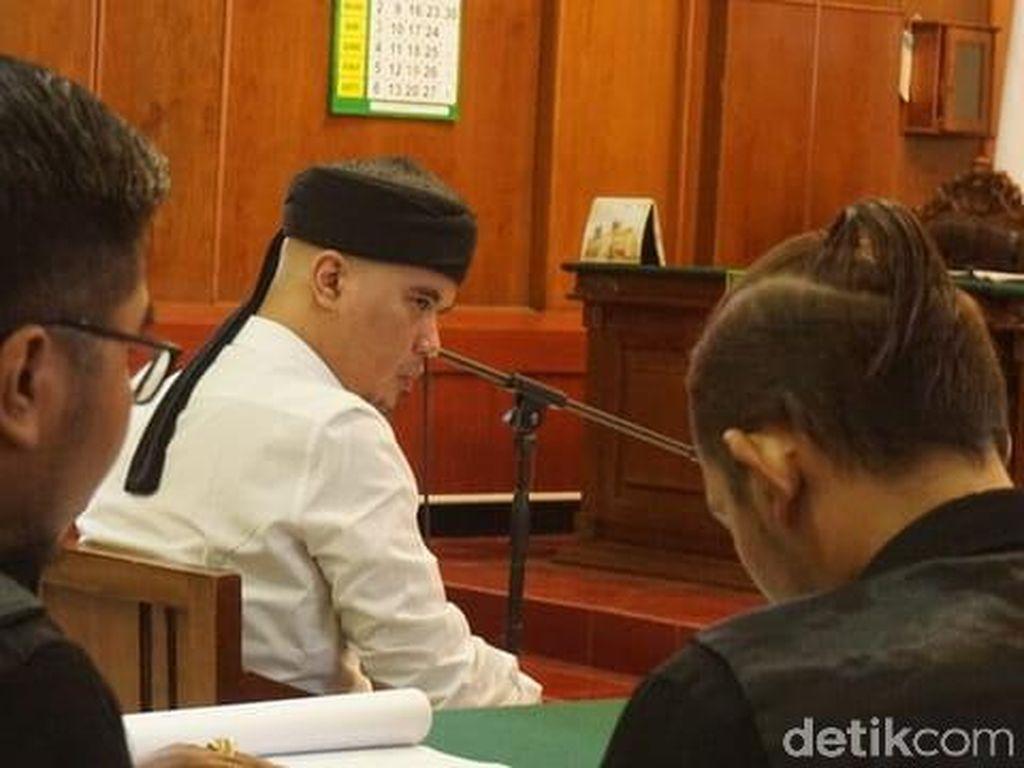 Ahmad Dhani Bacakan Terjemahan Surat An Nisa 148 di Sidang Pledoi