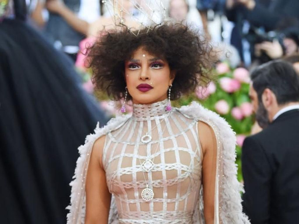 Johnny Depp Ternyata Ilhami Priyanka Chopra Tampil Nyentrik di MET Gala