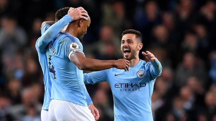 Maukah Liverpool dan Mancheter City bertukar posisi Foto: Laurence Griffiths/Getty Images
