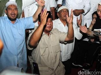 Misteri Setan Gundul di Belakang Prabowo