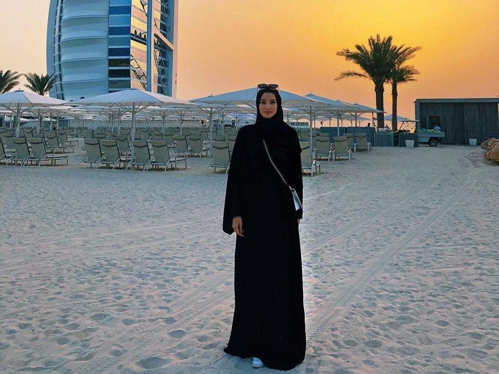 Pakai Hijab, Atlet Voli Cantik yang Viral Saat Asian Games Memesona Netizen