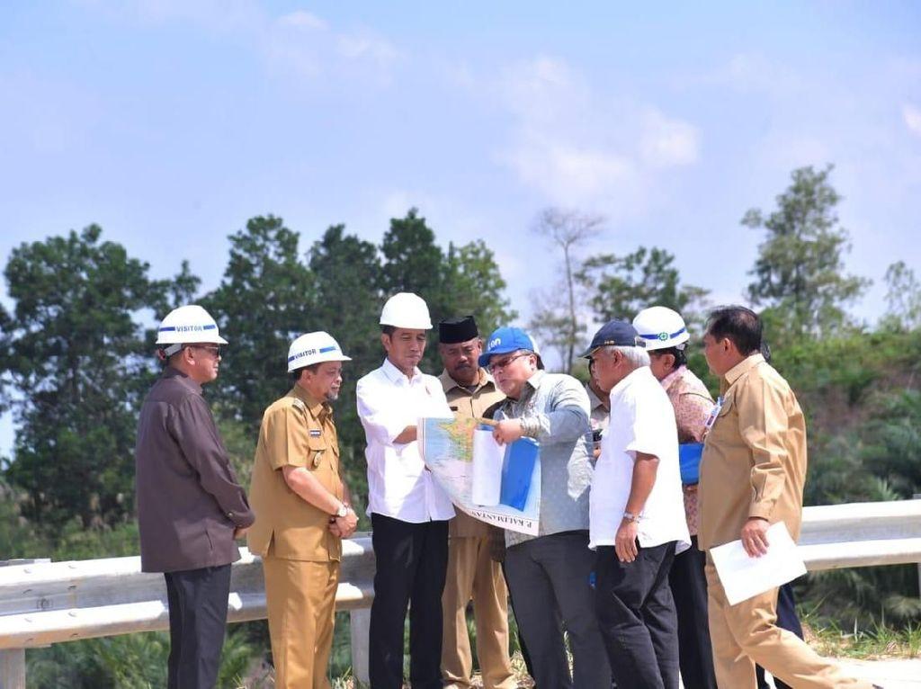 Susuri Bukit Soeharto, Jokowi Cek Kelaikan Kaltim Jadi Calon Ibu Kota RI