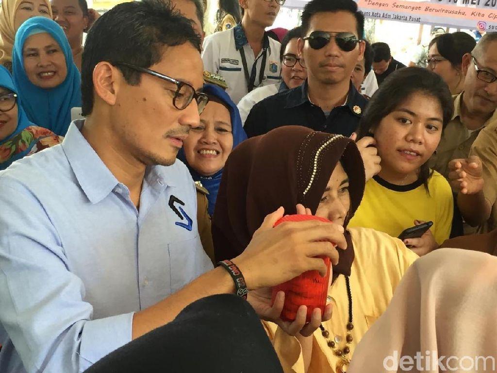 Anies Ulang Tahun, Sandiaga Hadiahi Kue Khas Lebaran Karya OK OCE