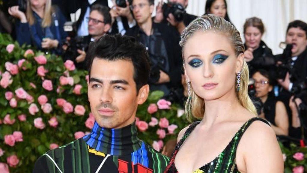 Setelah Nikah Mendadak, Joe Jonas & Sophie Turner Pamer Mesra di MET Gala
