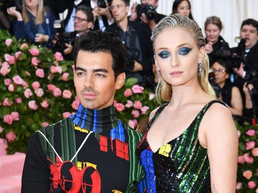 Selamat! Sophie Turner dan Joe Jonas Dikaruniai Anak Perempuan