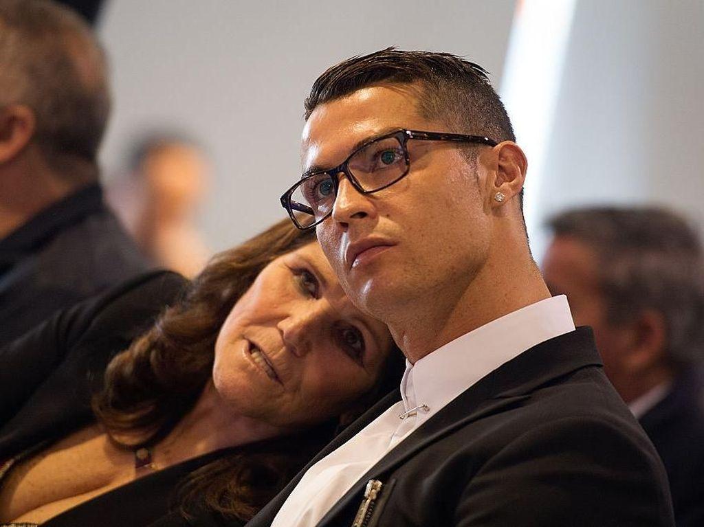 Saat Ibu Ronaldo Sebar Informasi Keliru soal Juventus di Medsos