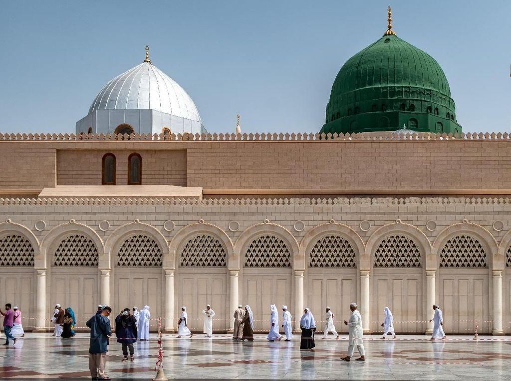 Masjid Nabawi Hari Ini Dibuka Kembali, Begini Aturan untuk Jamaah