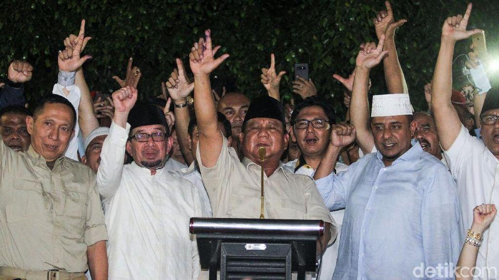 Melihat Lagi Momen Deklarasi Kemenangan Prabowo, Ada Setan Gundulnya?