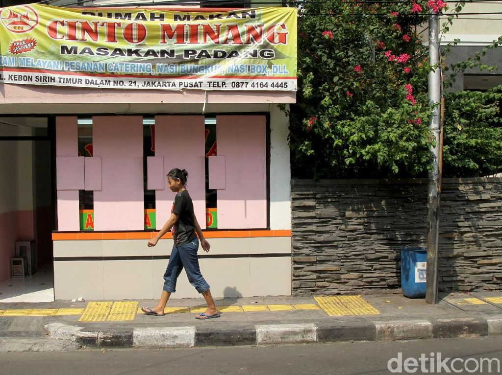 Warung Makan Pinggir Jalan di Kota Bekasi Wajib Take Away Selama Masa PSBB