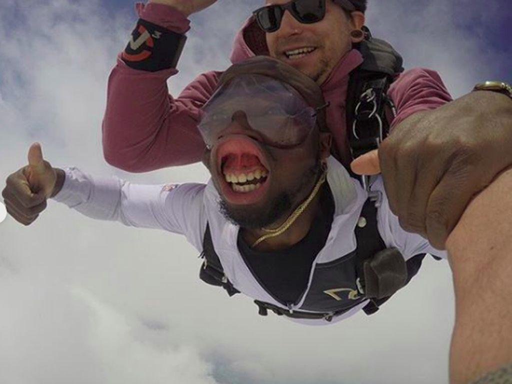 Potret Lucu Skydiving yang Bikin Ngakak