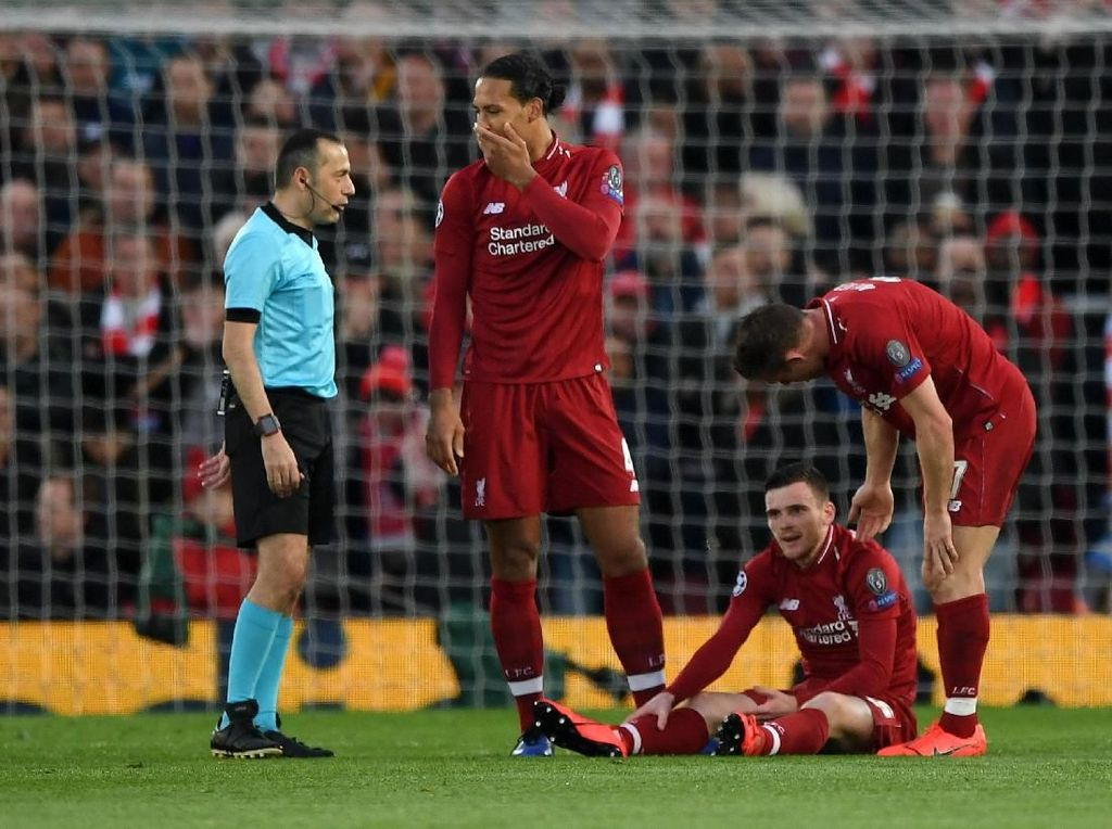 Dibikin Cedera Suarez, Robertson: Yang Penting Liverpool ke Final