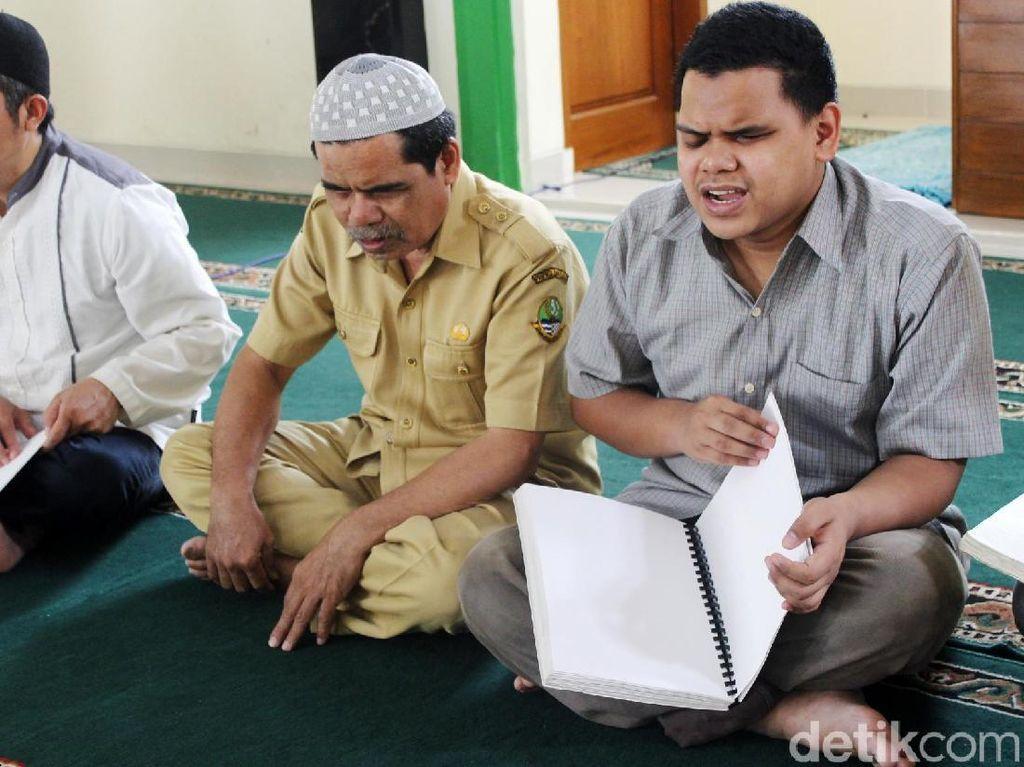 Semangat Santri Disabilitas Netra Hafalkan Alquran di Cimahi