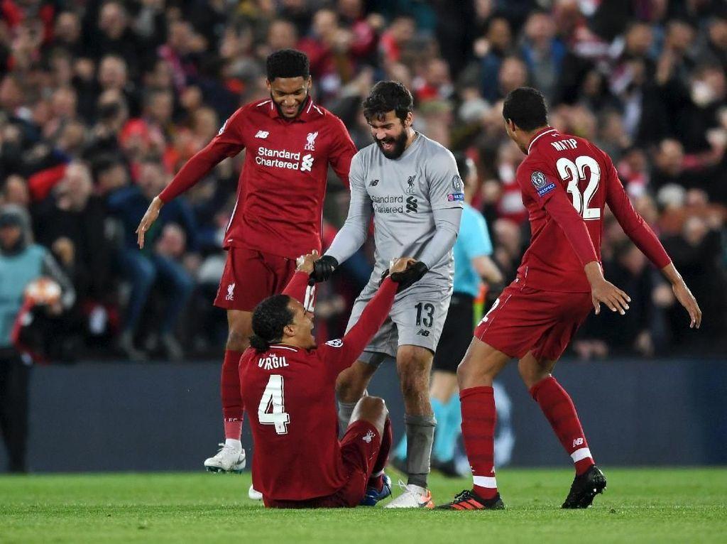Bek Liverpool Bagus-Bagus, tapi Van Dijk Paling Spesial