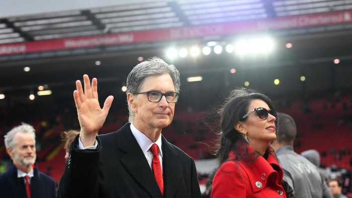 LIVERPOOL, ENGLAND - APRIL 26:  Liverpool owner John W. Henry and wife, Linda Pizzuti walk on the pitch prior to the Premier League match between Liverpool FC and Huddersfield Town at Anfield on April 26, 2019 in Liverpool, United Kingdom. (Photo by Michael Regan/Getty Images)