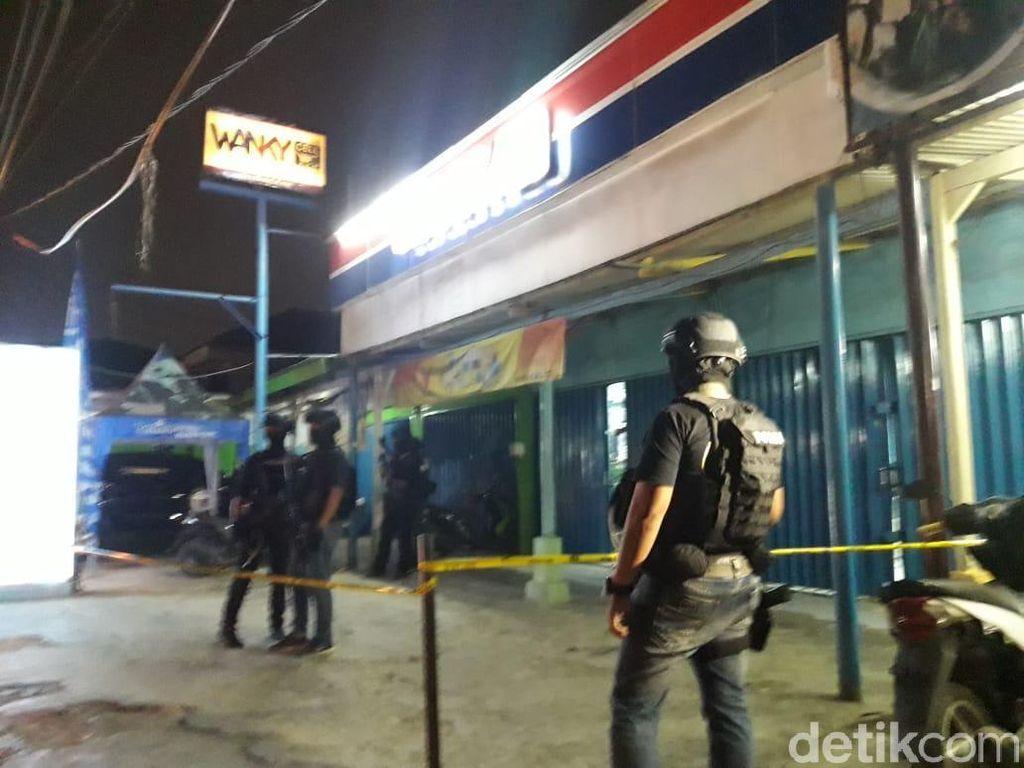 Begini Suasana Toko HP di Bekasi Lokasi Penemuan Bahan Bom