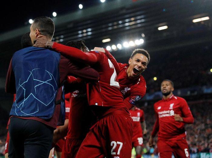Trent Alexander-Arnold merayakan gol Liverpool ke gawang Barcelona. (Foto: Phil Noble/Reuters)