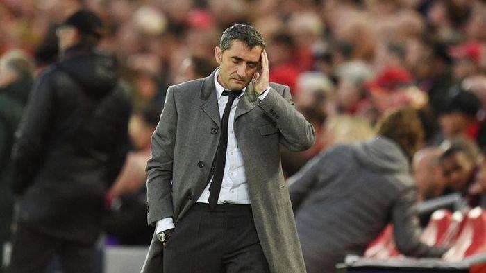 Ernesto Valverde dipecat Barcelona. (Foto: Oli Scarff / AFP)