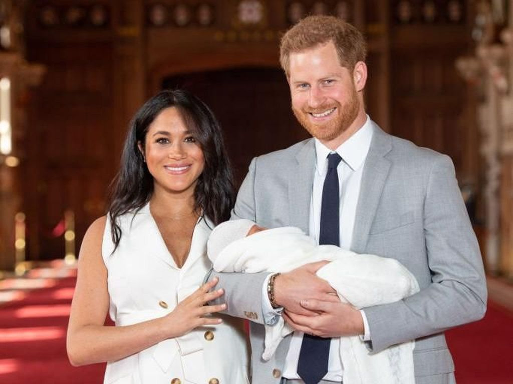 Gemas! Pangeran Harry-Meghan Markle Akhirnya Ungkap Wajah Sang Putra