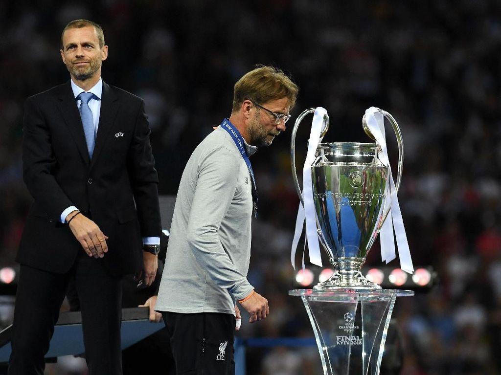 Mourinho: Angkatlah Trofi Itu, Klopp
