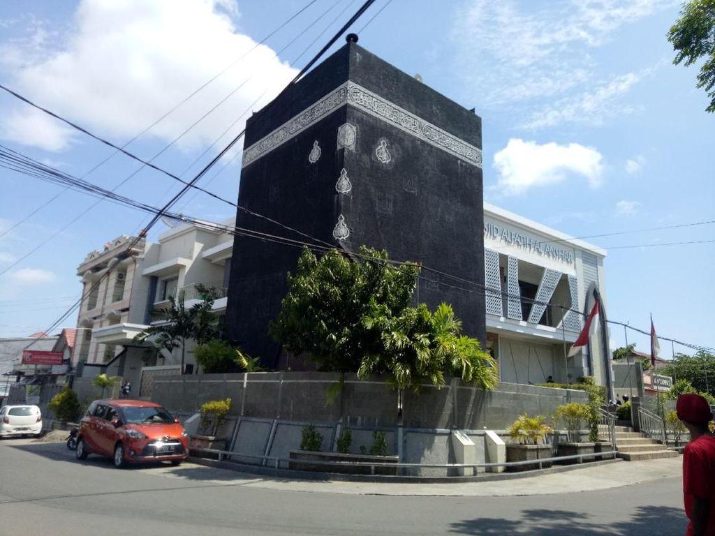 Foto: Masjid Berbentuk Kakbah dari Makassar