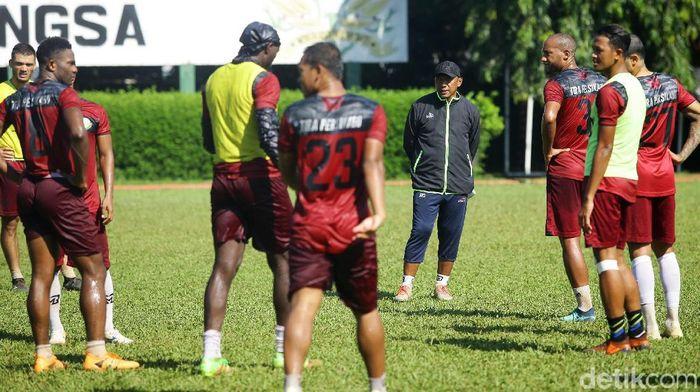 Sebagai tim yang baru terlahir kembali, Tira Persikabo masih mencari dukungan suporter (Grandyos Zafna)