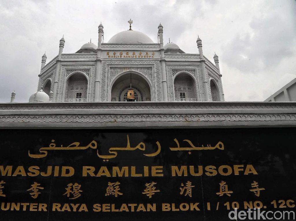 Masjid Ramlie Musofa di Sunter yang Mewah Bagai Taj Mahal