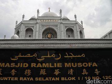 Menelisik Akulturasi Budaya di Masjid Ramlie Musofa