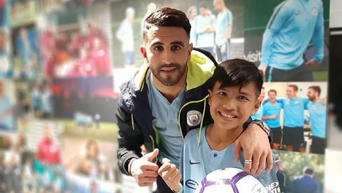 Bocah asal PaluMuhammad Rizky bertemu Riyad Mahrez (Ade Mardiyati)