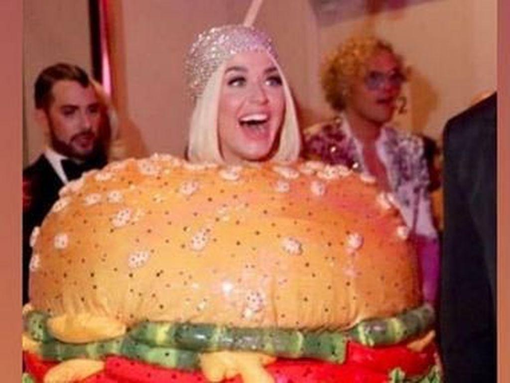 Viral Wajah Tanpa Ekspresi J-Lo Lihat Katy Perry Tampil Heboh Jadi Burger