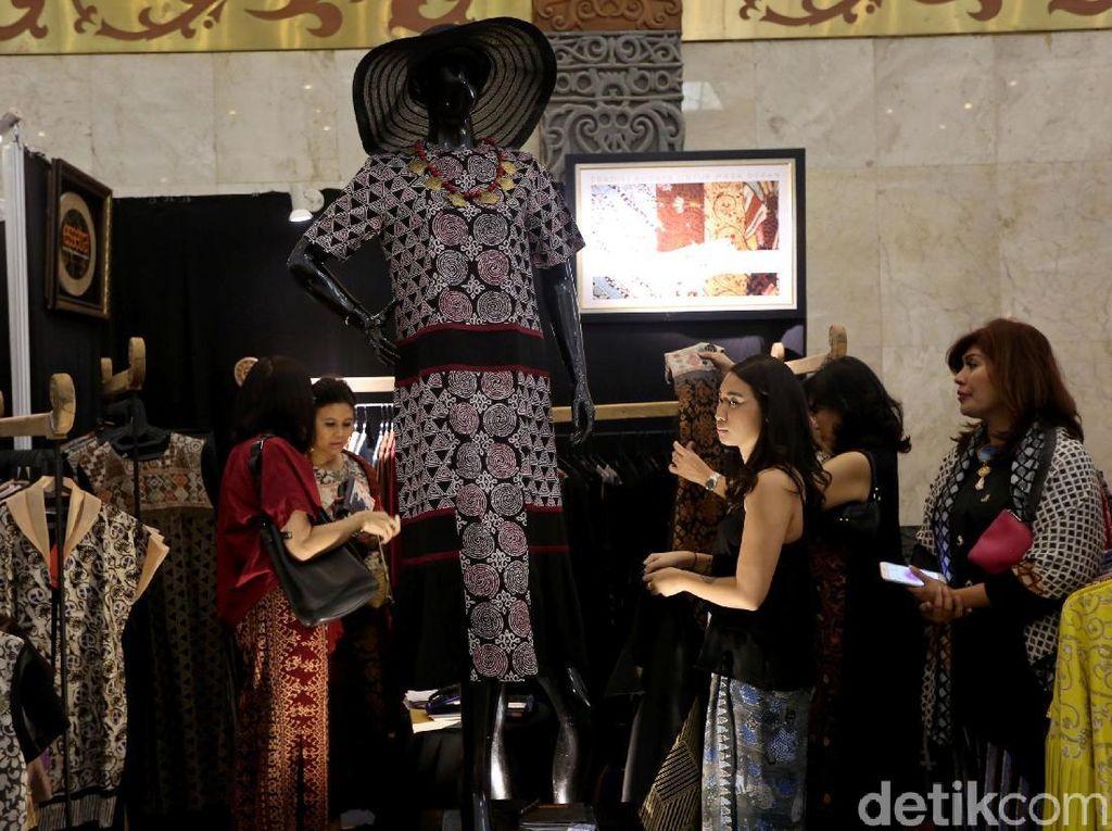 Berburu Aneka Batik Nusantara di JCC