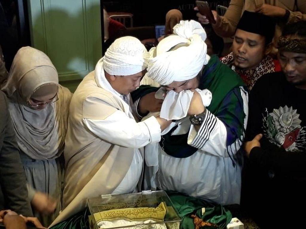Masih soal Opick dan Rambut Nabi Muhammad SAW