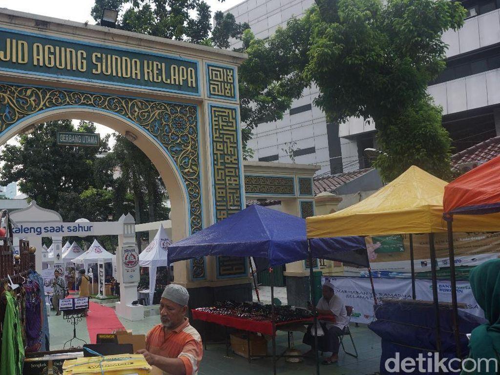 Berburu Takjil di Masjid Sunda Kelapa, Ada Bubur Kampiun hingga Roti Maryam