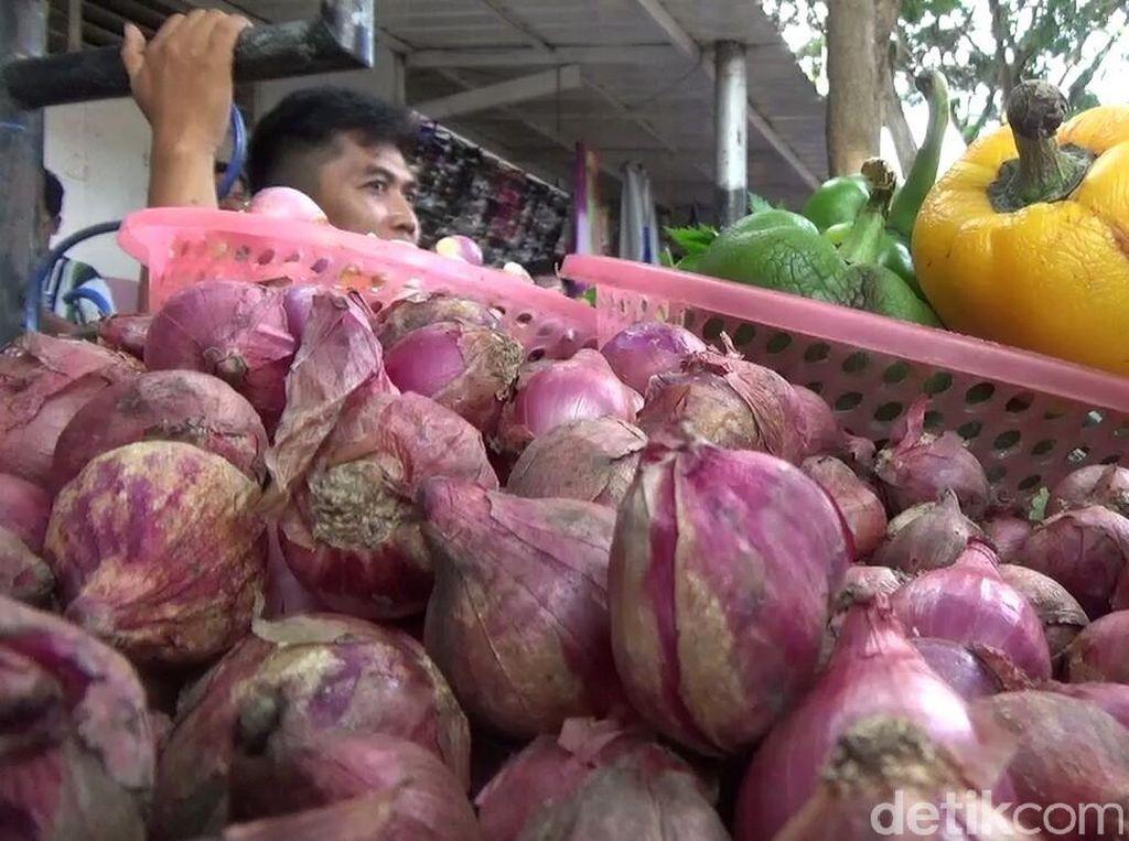Harga Bawang di Banyuwangi Mulai Turun, Cabai dan Tomat Merangkak Naik