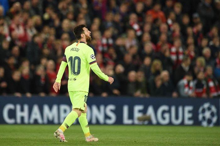 Tangis Lionel Messi pecah di ruang ganti Barcelona di Anfield. (Foto: Oli Scarff / AFP)