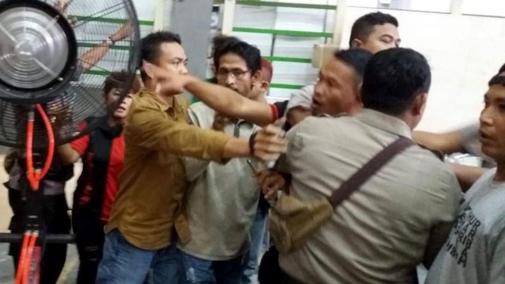 Rekapitulasi Suara di Kabupaten Bekasi Ricuh
