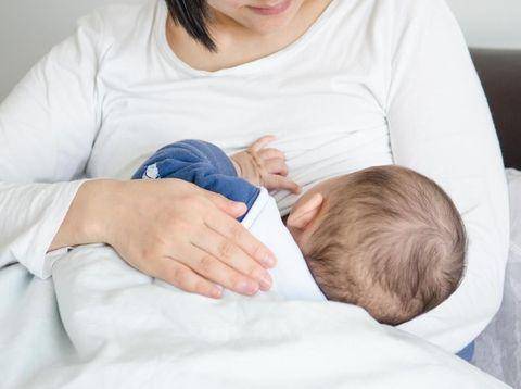 Mengatasi Bayi yang Hanya Mau menyusu pada Sebelah Payudara