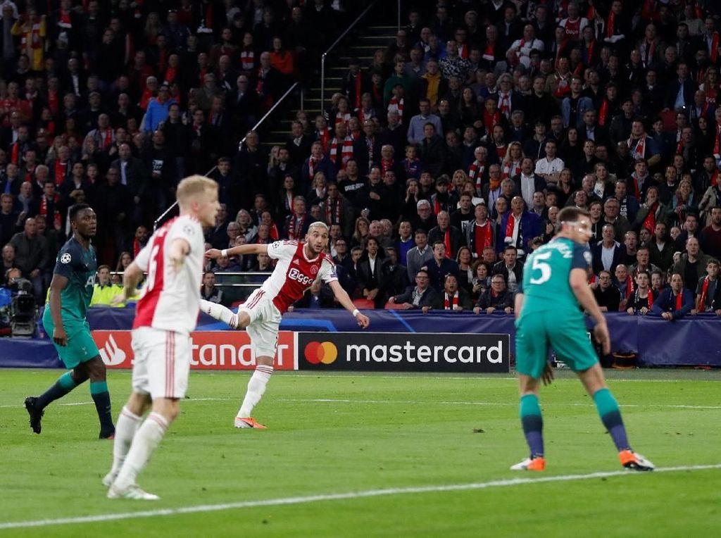 Dua Pemain Ajax Buka Puasa di Sela Pertandingan, Begini Trik Olahraga saat Puasa