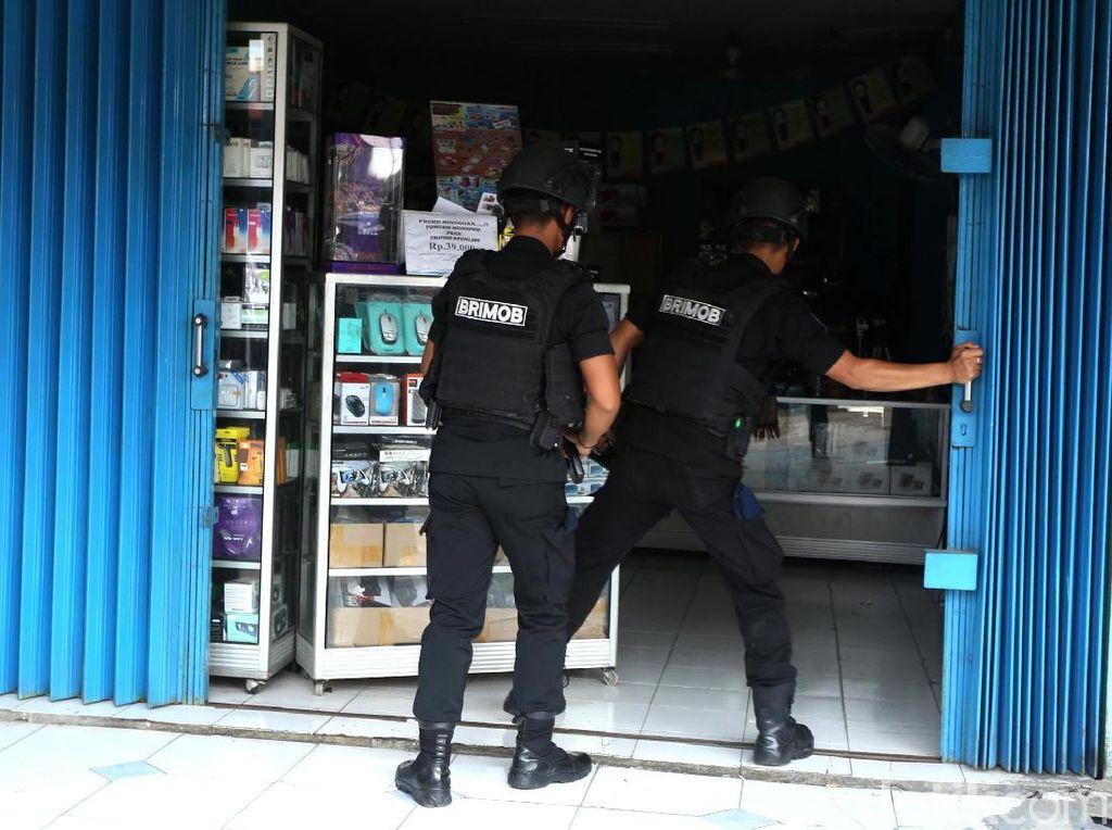Densus 88 Olah TKP Lokasi Penyimpanan Bom di Bekasi