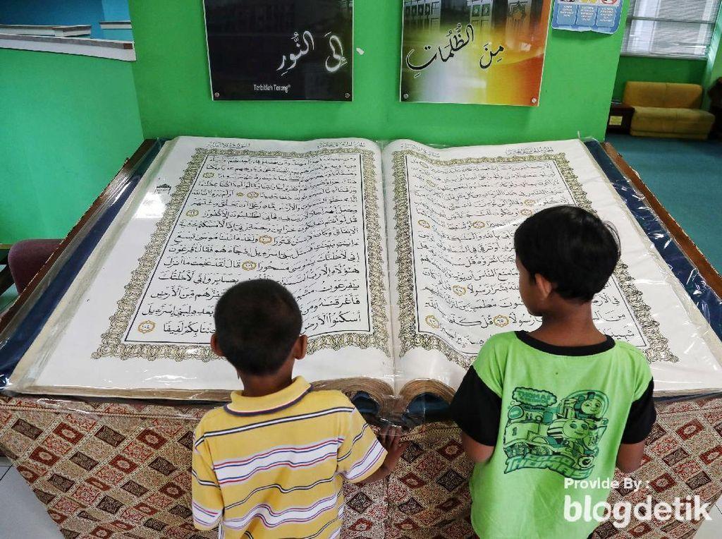 Foto: 6 Alquran Raksasa di Indonesia