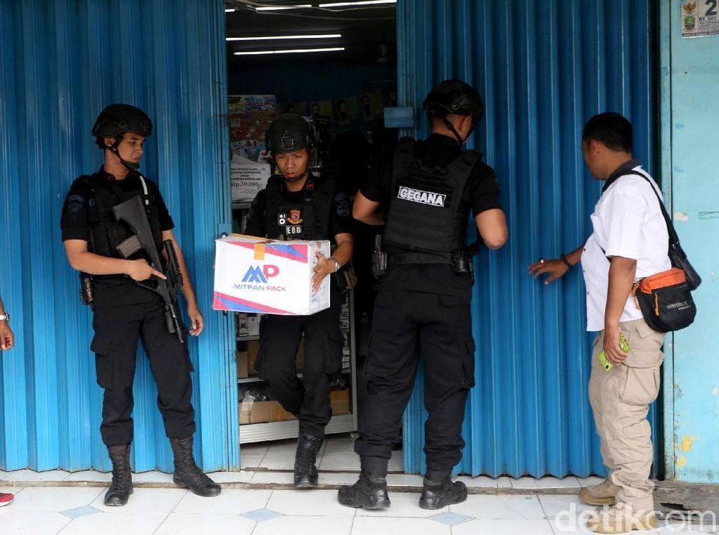 Polisi Amankan Sejumlah Barang Terkait Penemuan Bom di Bekasi