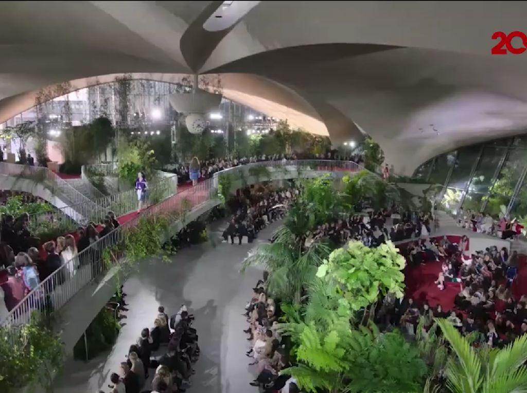 Kerennya Bandara JFK Diubah Jadi Tempat Fashion Show Louis Vuitton