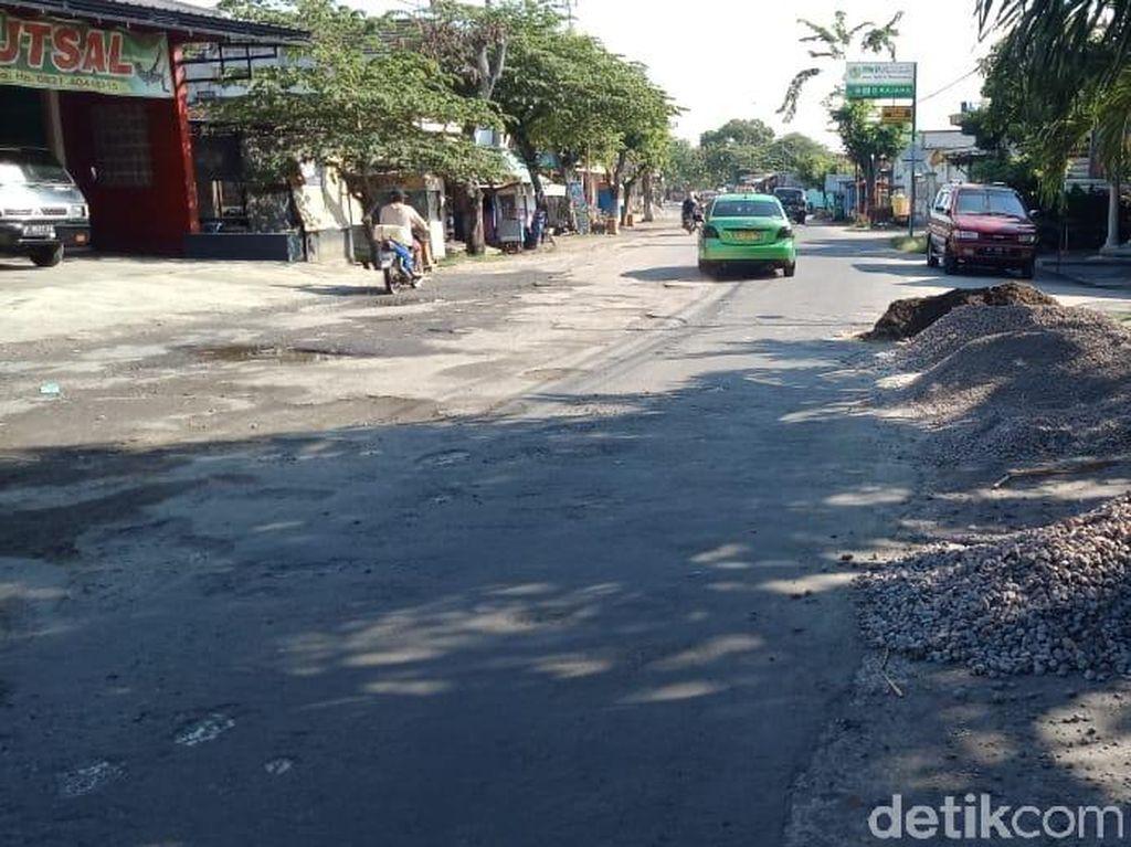 Jalan Rusak 5 Km di Madiun Akhirnya Diperbaiki