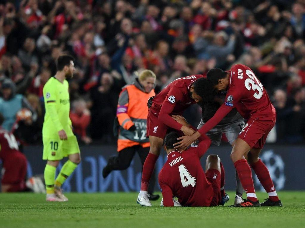 Mengapa Gerrard Pulang Duluan Saat Liverpool Hajar Barcelona?