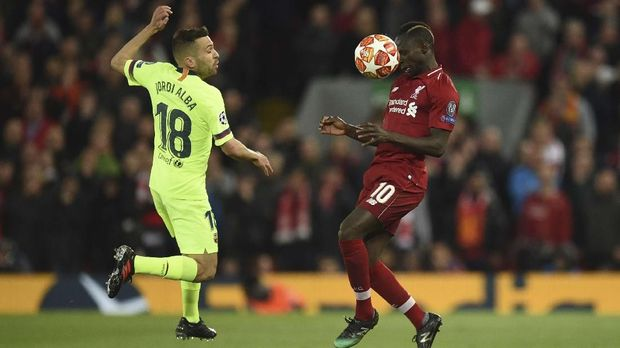 Barcelona's Spanish defender Jordi Alba (L) vies with Liverpool's Senegalese striker Sadio Mane during the UEFA Champions league semi-final second leg football match between Liverpool and Barcelona at Anfield in Liverpool, north west England on May 7, 2019. (Photo by Oli SCARFF / AFP)