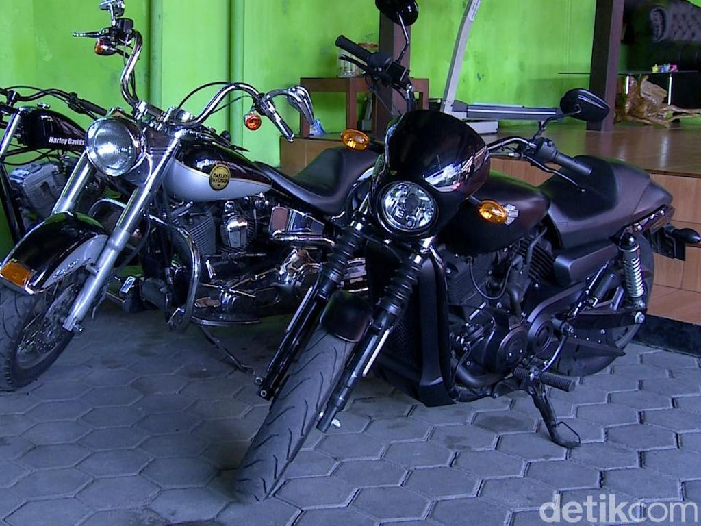 Kiai Nyentrik Yogya Koleksi Harley Hingga Becak