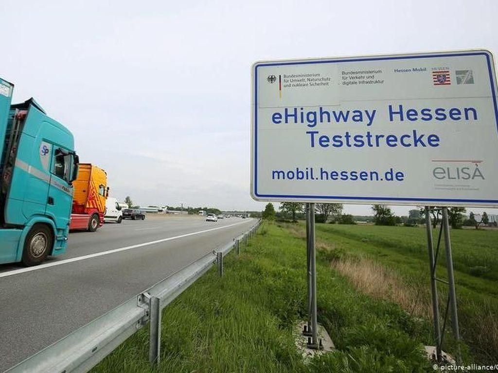 Jerman Pertama Kali Uji Coba Operasi Jalan Tol Listrik eHighway
