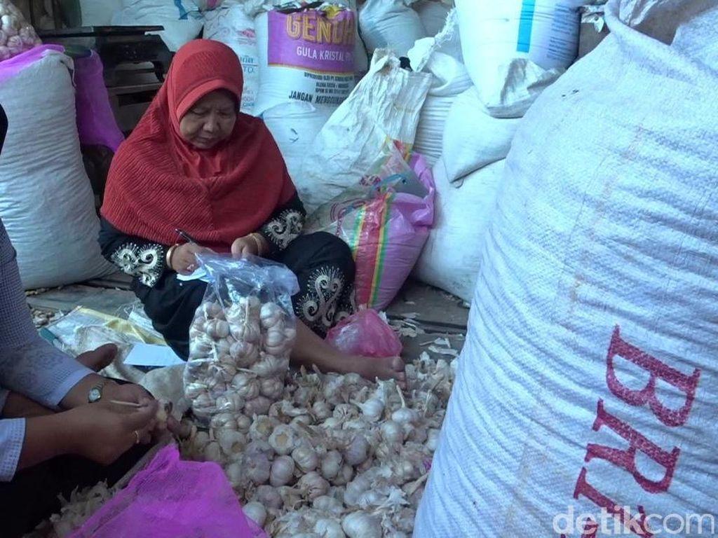 Sempat Sentuh Rp 80 Ribu/Kg, Harga Bawang Putih di Rembang Turun