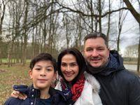 Maudy Koesnaedi dan keluarganya