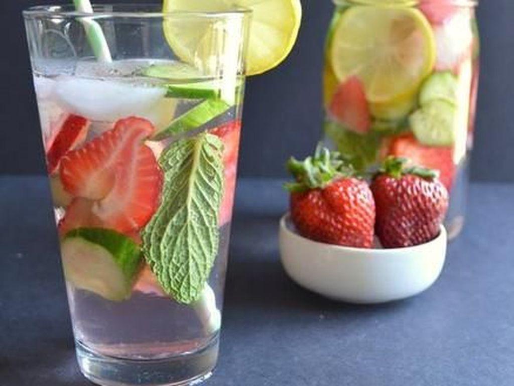 7 Resep Infused Water untuk yang Malas Minum Air Putih